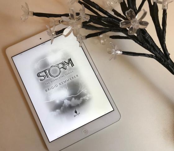 storm-brigid-kemmerer-resenha-elemental-livro1