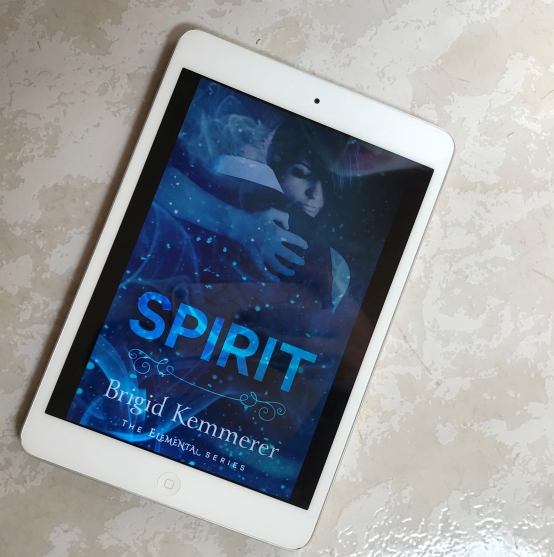 brigid kemmerer resenha spirit espírito
